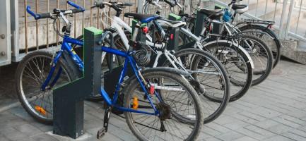 Фотография современной велопарковки управляемой со смартфона