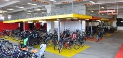 Велопарковка имеет два просторных яруса