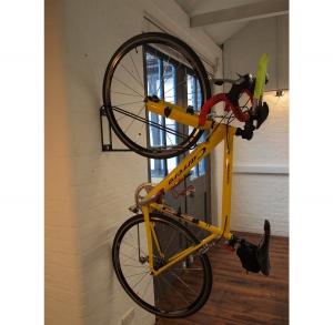 Настенное крепление велосипеда