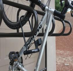 Вертикальная велопарковка Космос